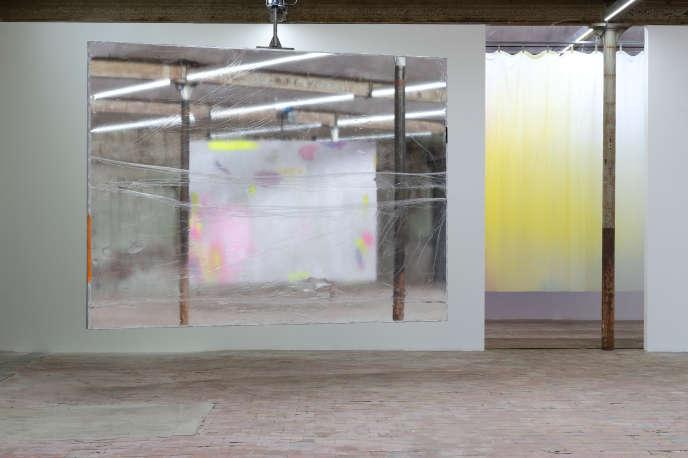 Exposition de Bruno Peinado «Briller et disparaître / Le spectacle d'un feu», au Shed, près de Rouen.