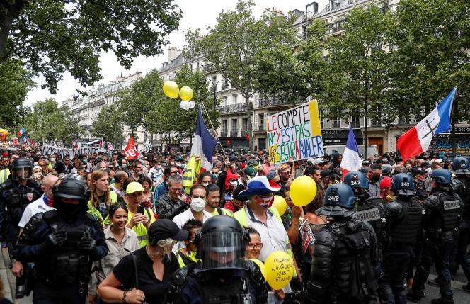 Manifestation de soignants pour dénoncer l'insuffisance des accords du Ségur de la santé, à Paris, le 14juillet.