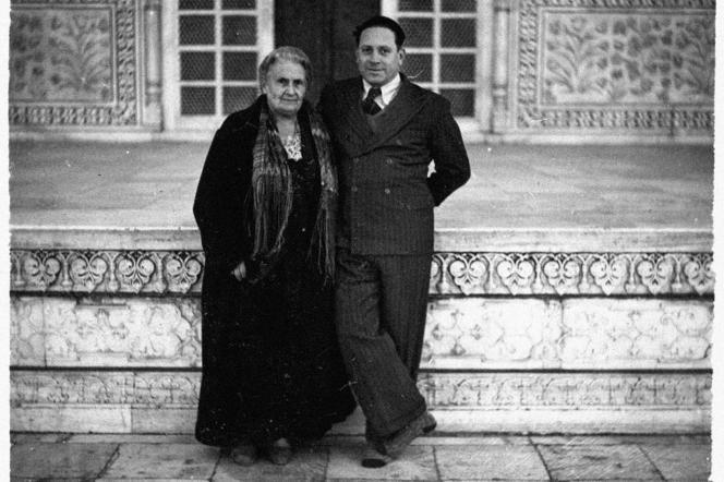Maria Montessori et son fils, en Inde, dans les années 1940.