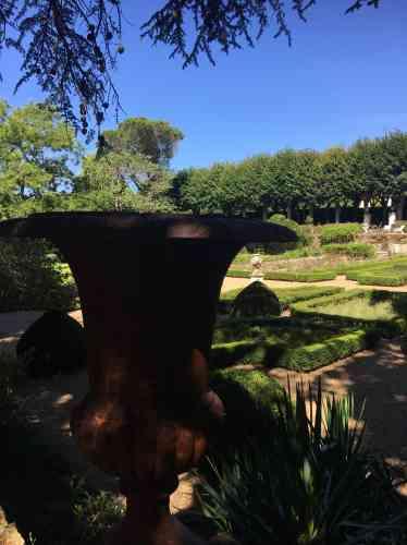 Reconstitués avec passion par ses actuels propriétaires, les anciens jardins de la propriété Cointreau sont ouverts à la visite.
