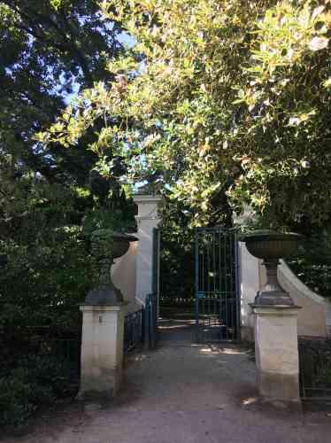 Planté entre 1863 et 1914 par le botaniste et entomologiste Gaston Allard, le parc et ses différents jardins appartiennent aujourd'hui à la Ville d'Angers.
