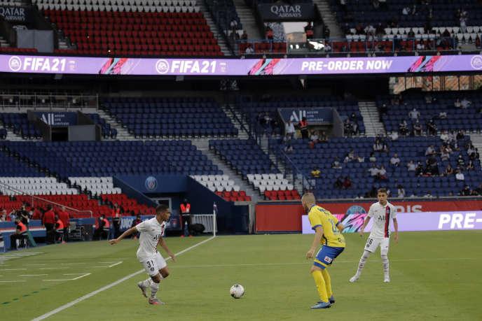 Le match amical entre le PSG et Waasland-Beveren, le 17 juillet au Parc des Princes(7-0), a été l'une des premières rencontres de football à se disputer avec la jauge de 5 000 spectateurs maximum.