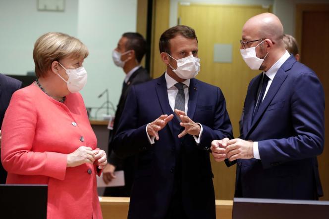 La chancelière allemande, Angela Merkel, le président français, Emmanuel Macron, etle président du Conseil, Charles Michel, vendredi 17 juillet, àBruxelles.