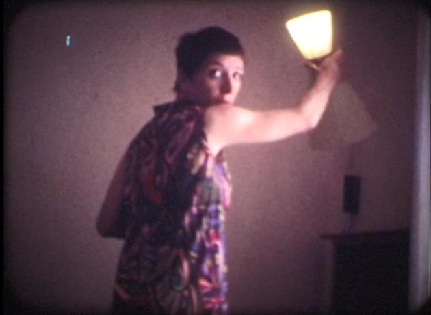 Gabrielle, chez elle, à Marseille. Image extraite du film étiqueté «Immontrable», saisi lors d'une perquisition, en décembre 1968.