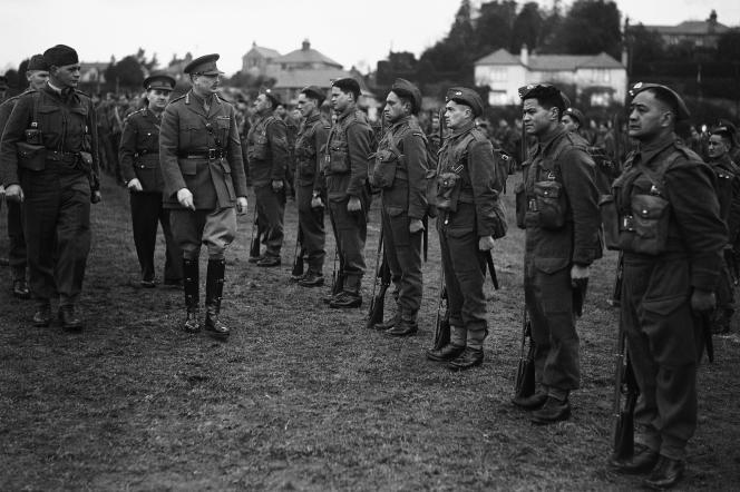 Inspection des troupes maories, en Angleterre, le 12 décembre 1940.
