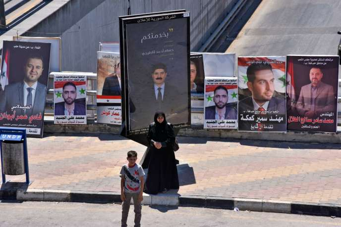 Des affiches de campagne de candidats aux élections législatives, dans le nord d'Alep, le 15 juillet.