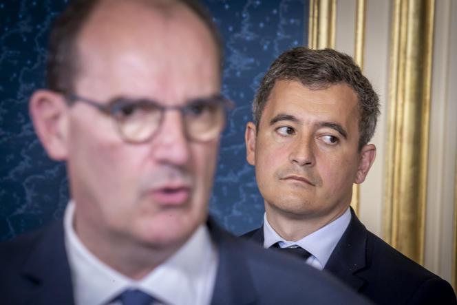 Déclaration à la presse du premier ministre, Jean Castex (au premier plan), en présence de Gérald Darmanin, ministre de l'intérieur, à Dijon, le 10 juillet.