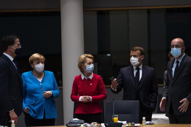 Mark Rutte, Angela Merkel, Ursula von der Leyen, Emmanuel Macron et Charles Michel, au sommet européen, le 18 juillet à Bruxelles.