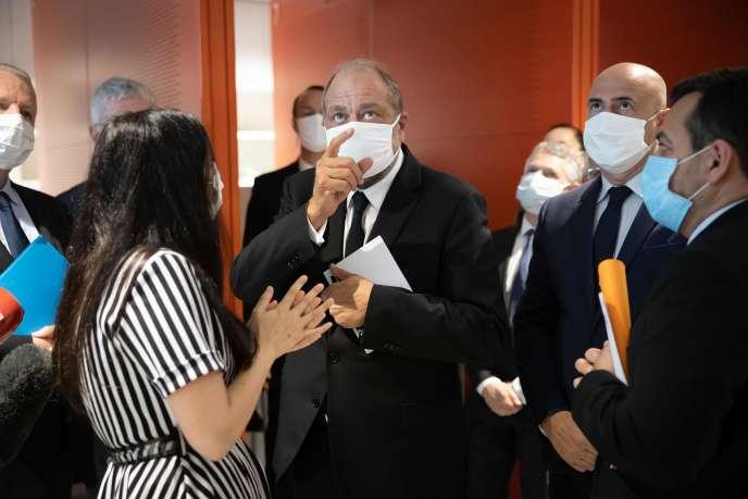 Le ministre de la justice, Eric Dupond-Moretti, visite le tribunal de Paris, le 17 juillet.