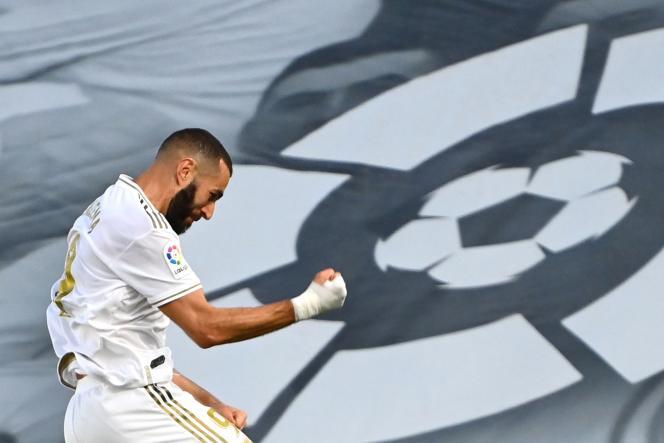 Karim Benzema, le 16 juillet, lors de la victoire contre Villareal, au terme de laquelle le club madrilène a conquis le titre de champion d'Espagne.