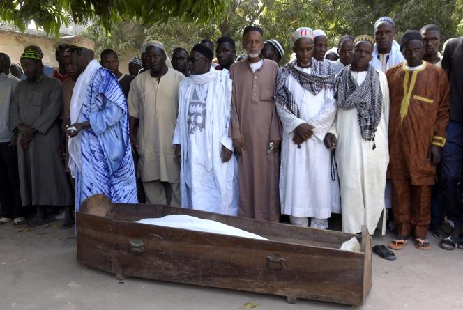 A Ziguinchor, le 7 janvier 2018, funérailles d'un Casamançais parmi les 14 victimes d'une attaque perpétrée par une bande armée dans la forêt de Boffa-Bayotte, dans le sud du Sénégal.