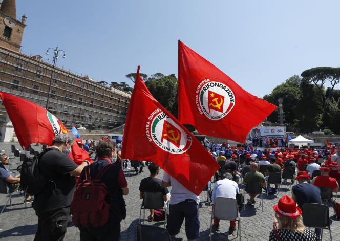 Lors d'une manifestation pour demander des mesures pour lutter contre la crise économique, à Rome, le 25 juin.