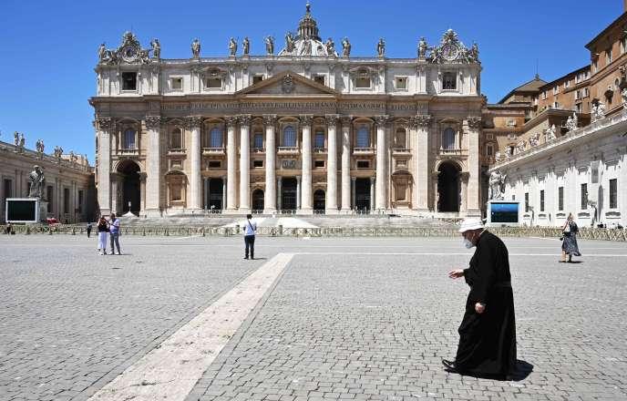 Place Saint-Pierre, au Vatican, le 29 juin.