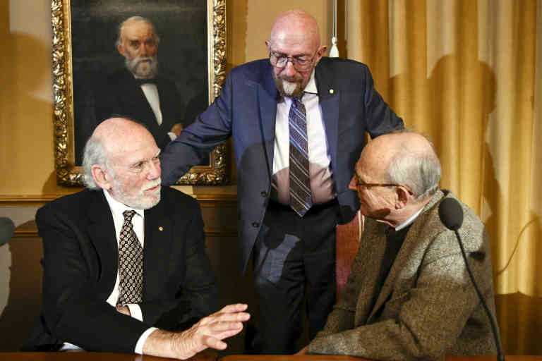 The 2017 Nobel Prize in Physics laureates (L-R) Barry C. Barish (L), Kip S. Thorne (C) and Rainer Weiss pose during a joint press conference on December 7, 2017 at the Royal Swedish Academy of Science in Stockholm. - The laureates will receive the prize during an official Nobel Prize ceremony on December 10. (Photo by Jonathan NACKSTRAND / AFP)