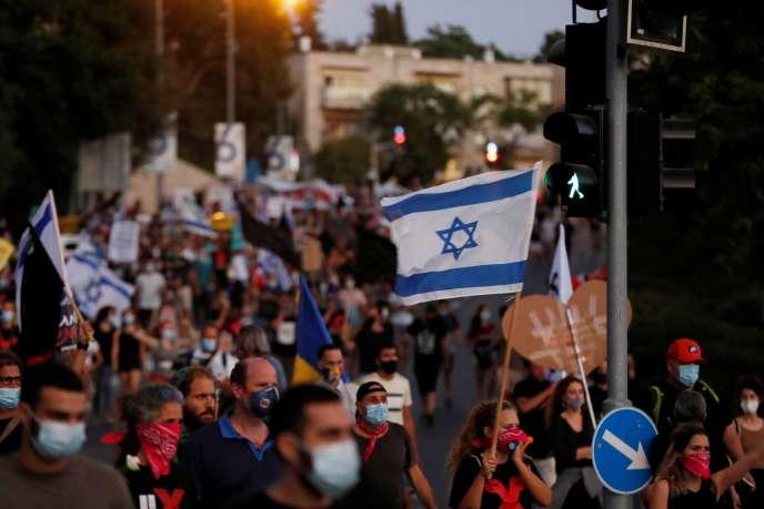 Des Israéliens manifestent contre la réponse financière du gouvernement Netanyahou à la crise due au coronavirus, à Jérusalem, le 21 juillet.