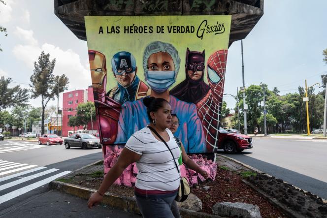 « Aux vrais héros, merci », surune fresque à Mexico, le 21 juillet.