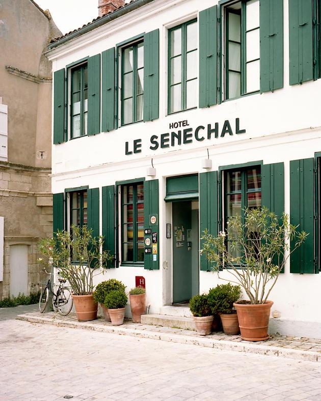 L'entrée principale du Sénéchal.