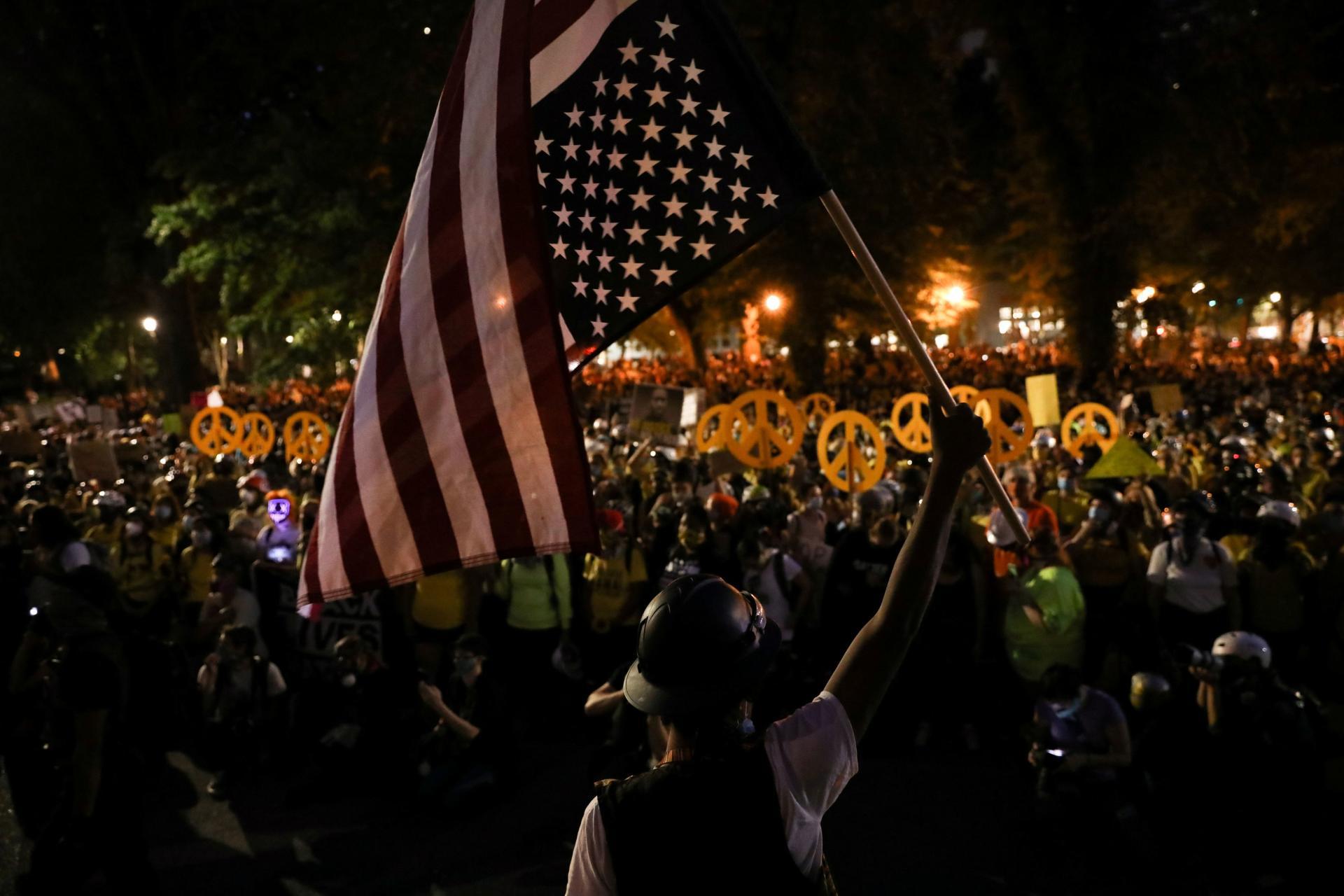 La foule importante de manifestants, surtout des femmes, le 22juillet, à Portland.