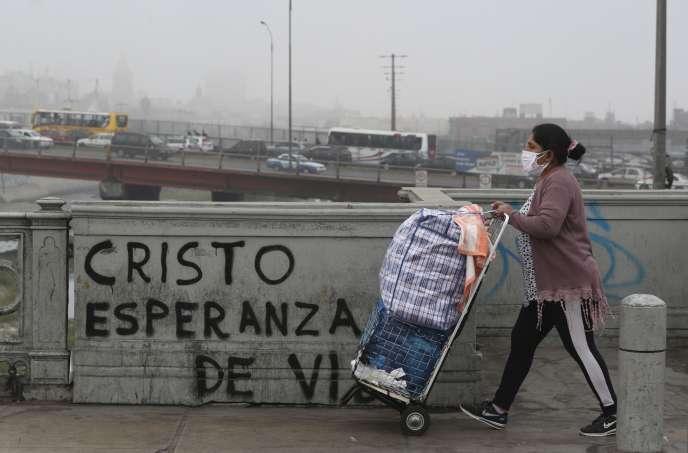 « Christ, espoir pour la vie», peut-on lire sur ce graffiti,à Lima, au Pérou, le jeudi 23 juillet.