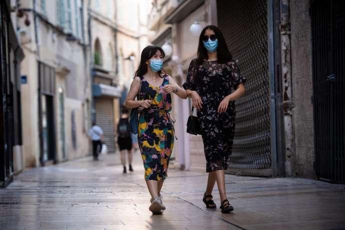 Dans les rues d'Avignon, le 18 juillet.