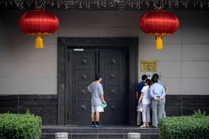 Devant le consulat chinois, à Houston (Texas), le 22 juillet.