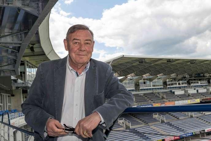 Eric de Cromières, le 24septembre2005, dans les tribunes du stade Marcel-Michelin, à Clermont-Ferrand.