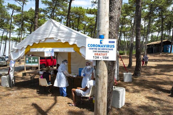 Un centre de dépistage installé sur le parking de la plage du Petit-Nice, à la Teste-de-Buch (Gironde), le 22juillet.