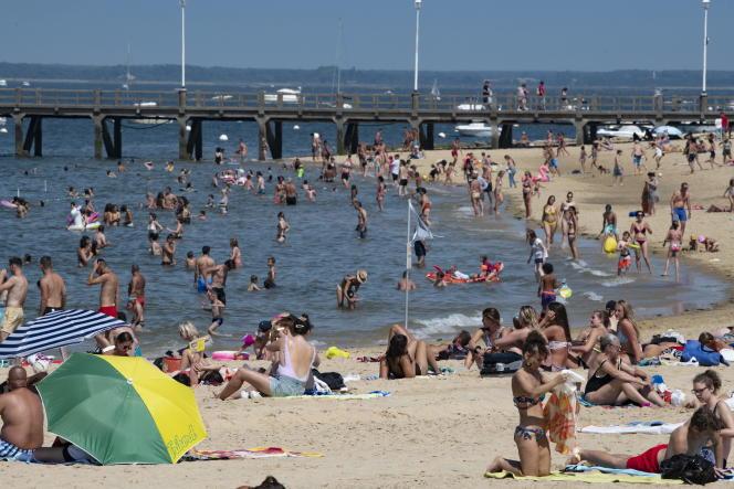 La plage du centre-ville, à Arcachon (Gironde), le 22 juillet.