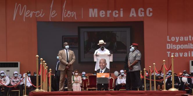 Alassane Ouattara rend hommage à son premier ministre brutalement décédé d'une crise cardiaque une semaine plus tôt, à Abidjan, le 15 juillet 2020.
