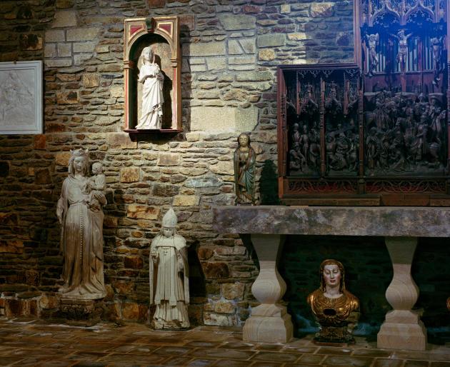 La collection de statues de saints et saintes d'Europe du Fonds Hélène & Edouard Leclerc pour la culture, à Landerneau, le 5 juin.