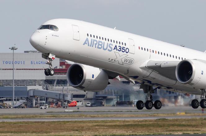 Un airbus A350 décolle de l'aéroport Toulouse-Blagnac, àColomiers(Haute-Garonne), le 27 septembre 2019.