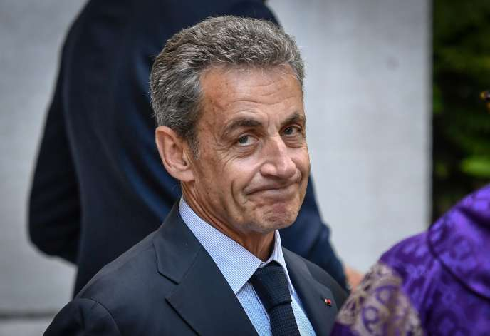 Nicolas Sarkozy devant l'église Saint-Pierre de Neuilly-sur-Seine, le 25 juin.