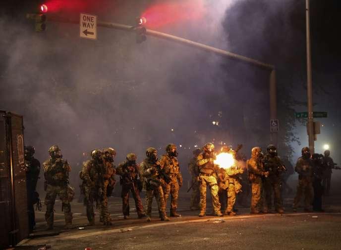 Des agents fédéraux dans les rues de Portland, Oregon, le 24 juillet 2020.