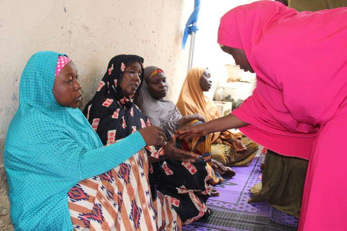 La famille d'undes cinq agents humanitaires enlevés et assassinés dans le nord-est du Nigeria le 22 juillet 2020 qui travaillaient pour les ONG française Action contre la faim et américaine International Rescue Commitee.