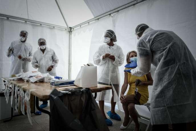 Dans un centre de dépistage à Arcachon, le 24 juillet.