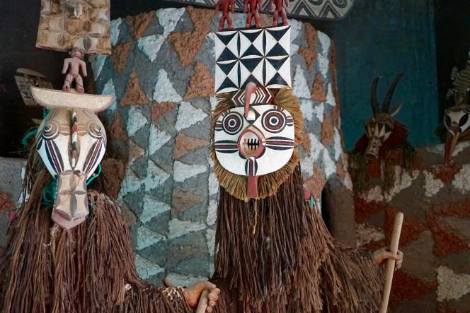 Masques Gourounsi dans le Musée de Manega, village situé à une cinquantaine de kilomètres de Ouagadougou.