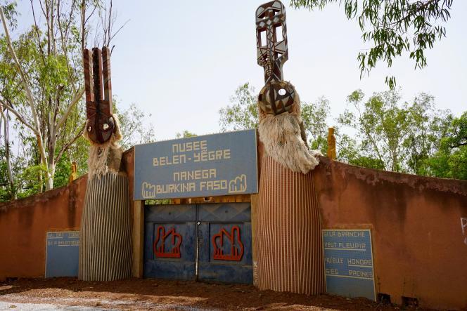 Les portes du Musée de Manega, à 50 km de Ouagadougou.