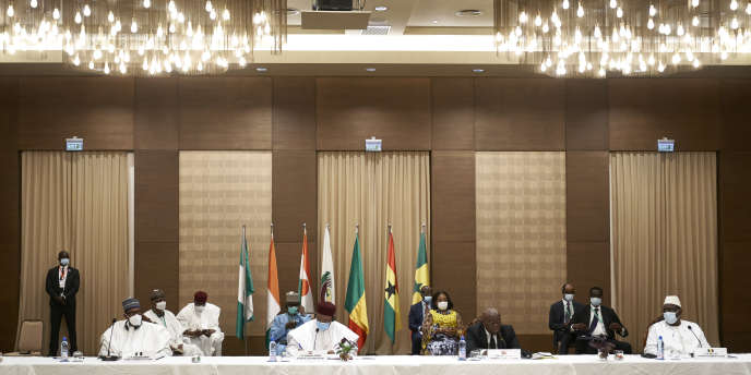 Lesprésidents du Niger, du Ghana, de la Côte d'Ivoire, du Nigeria et du Sénégalà Bamako, le 23 juillet 2020.