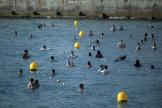 Nombre de baigneurs à la plage des Catalans à Marseille, samedi 25 juillet.