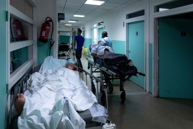 Dans le service des urgences de l'hôpital Delafontaine, à Saint-Denis, le 17 juillet.
