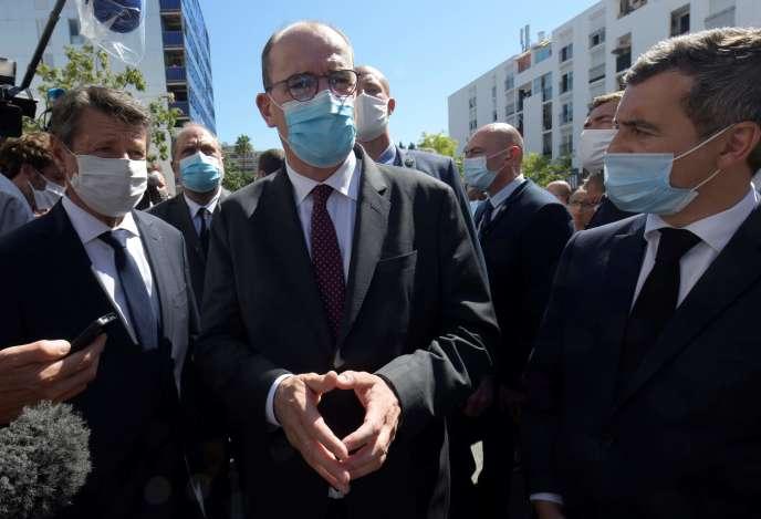 Le premier ministre Jean Castex (au centre), le maire de Nice Christian Estrosi (à gauche) et le ministre de l'intérieur Gérald Darmanin, à Nice, le 25 juillet.