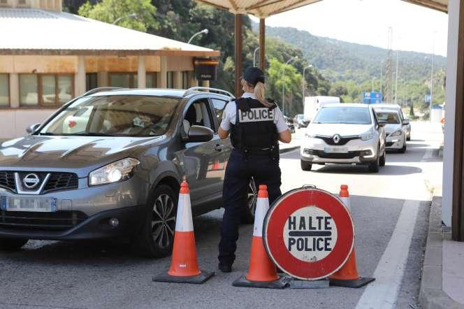 Un poste de contrôle des frontières entre la France et l'Espagne au Perthus, le 25 juillet.