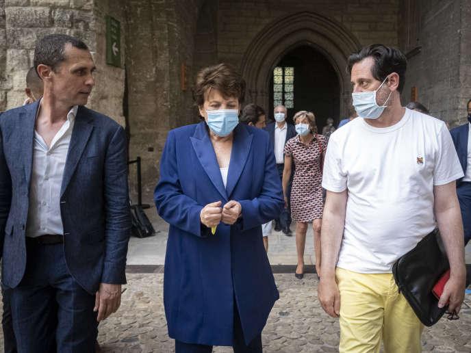 Déplacement de la ministre de la culture, Roselyne Bachelot, à Avignon. Avec Pierre Beffeyte, coordinateur du festival «off» et Olivier Py, directeur du Festival d'Avignon, dans le Palais des papes.