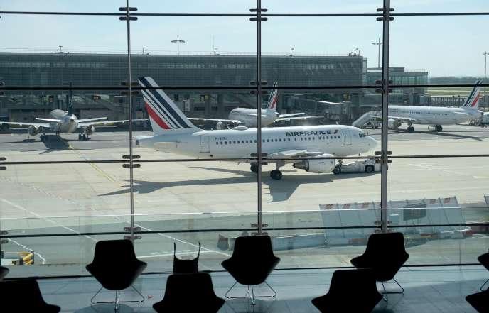 Un Airbus A318 d'Air France, à l'aéroport Paris-Charles de Gaulle, à Roissy, le 12 mai.