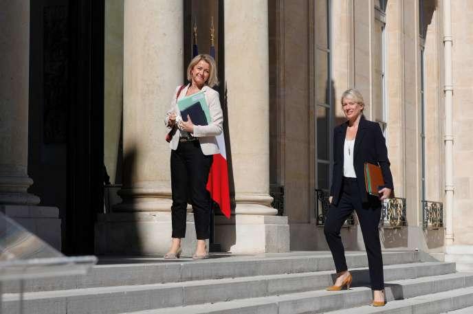 La ministre de la transition écologique, Barbara Pompili (à gauche), arrive à l'Elysée, à Paris, le 27 juillet.