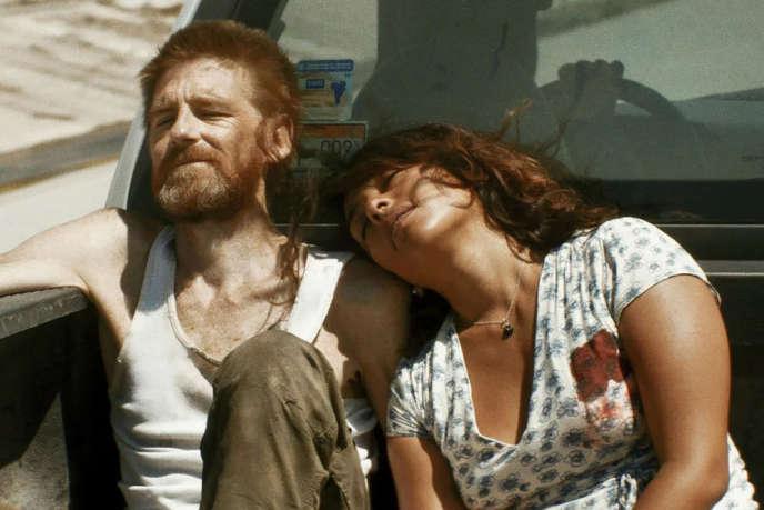 Adriana Paz et Paul Anderson dans le film« Tijuana Bible» deJean-Charles Hue.