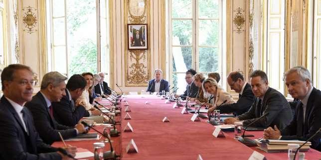 «L'équipe est au complet»: avec onze nouveaux secrétaires d'Etat, Macron et Castex renouent avec les gouvernements pléthoriques thumbnail