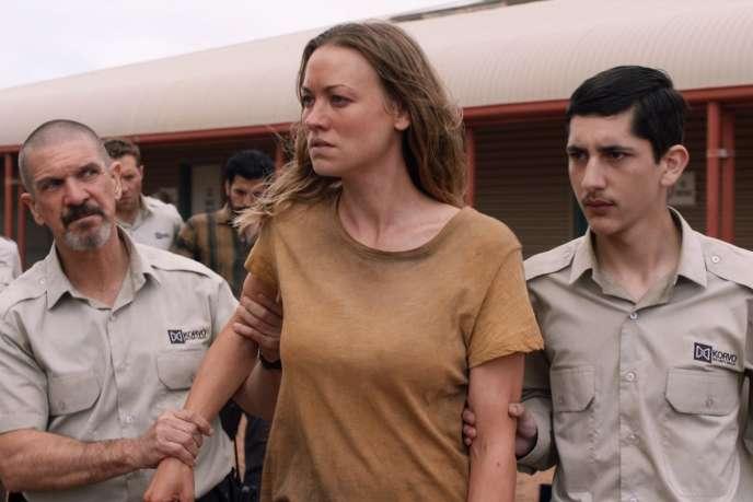 Sofie (Yvonne Strahovski), une hôtesse de l'air psychotique au passé trouble.