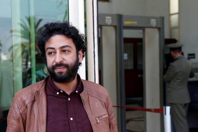 Le journaliste et militant des droits de l'hommeOmar Radi, devant le tribunal de Casablanca, au Maroc, le 12 mars 2020.