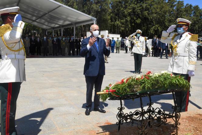 A Alger, le 5 juillet 2020, le président Tebboune rend hommage aux héros nationaux qui ont résisté à la colonisation française au XIXe siècle, dont l'émir Abdelkader, puis libéré l'Algérie du joug colonial en 1962.